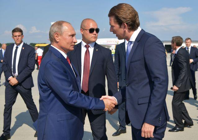 俄羅斯總統普京與奧地利聯邦總理塞巴斯蒂安·庫爾茨