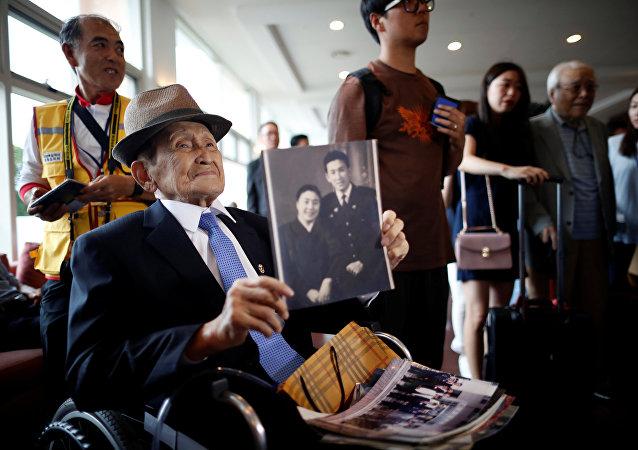 第一批韩国人抵达韩朝边境参加家庭见面会