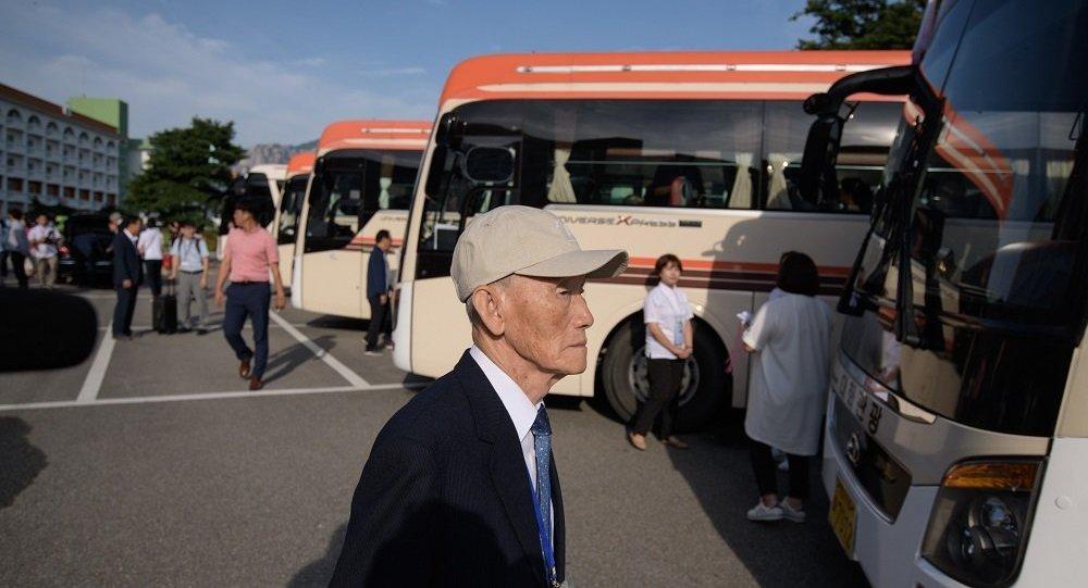 韓國探親團赴朝與親人會面