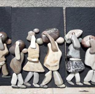 叙利亚画家将制作砾石画像献给打击恐怖主义行动时的罹难人士