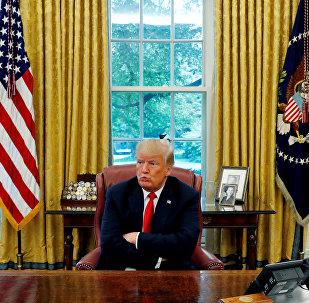 白宫称,特朗普签署了因涉及乌克兰局势而制裁俄罗斯的命令
