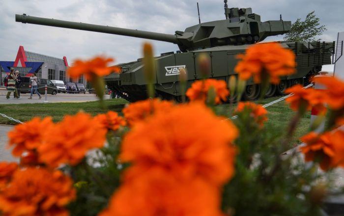 """T-14""""阿尔玛塔""""坦克在俄罗斯军队-明天展会上。"""