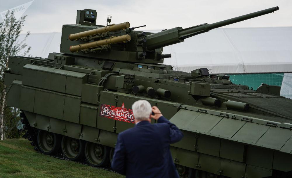 通用履带式T-15阿尔玛塔 平台上富有前景的俄罗斯装甲战车