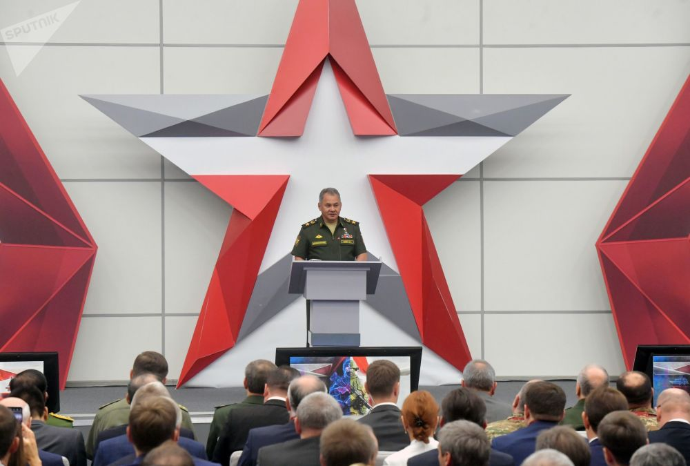 俄罗斯国防部长谢尔盖·绍伊古在库宾卡举行的军队-2018第四届国际军事技术论坛上发表讲话。