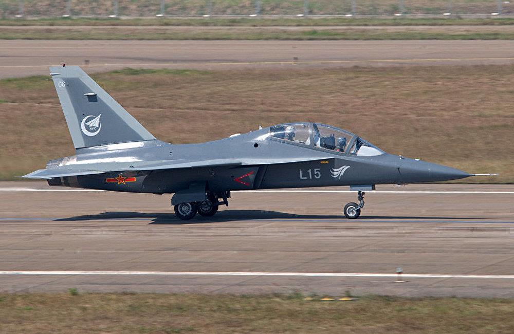 中國教練機L-15(JL-10)