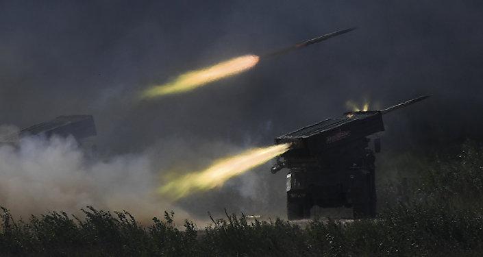 """""""龙卷风""""多管火箭炮系统"""