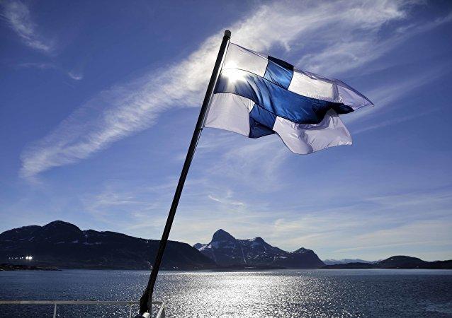 芬兰人乘坐木制桑拿屋航行82公里