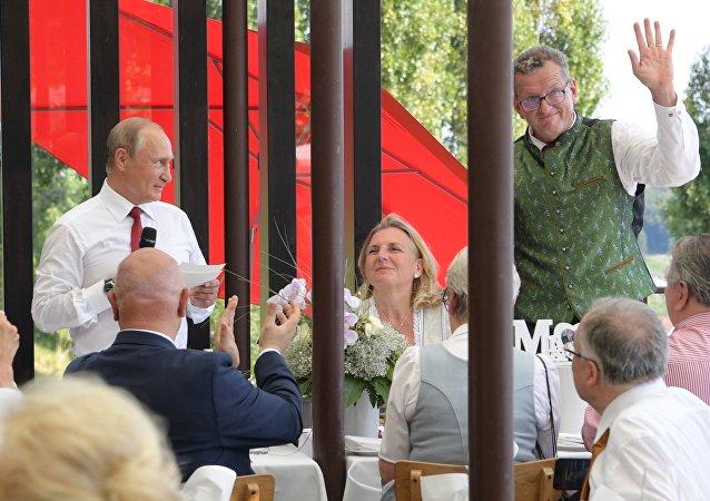 普京稱他與奧地利外長丈夫有共同之處