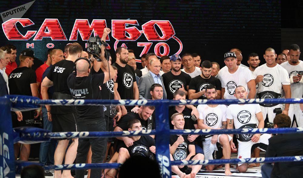 普京觀看國際格鬥式桑搏比賽並出席頒獎儀式