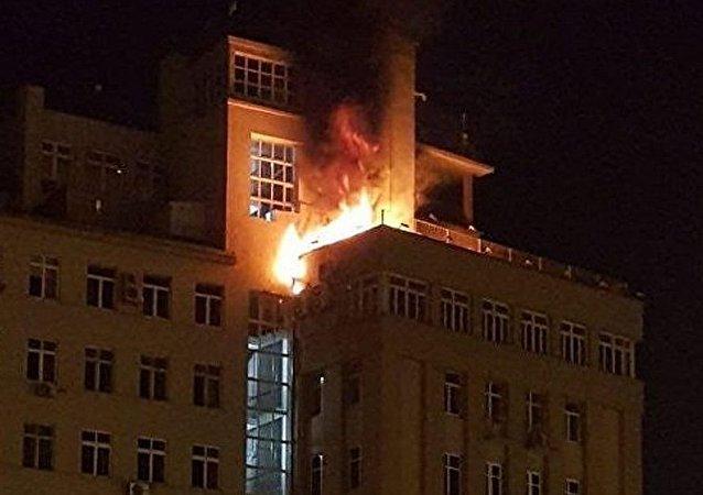 """莫斯科市中心著名的斯大林时期""""临岸大厦""""发生火灾"""