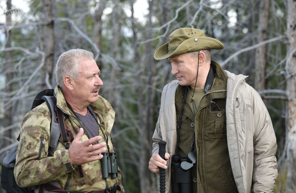 俄罗斯总统弗拉基米尔·普京在图瓦共和国萨彦-舒申斯科耶自然保护区叶尼塞河度假。