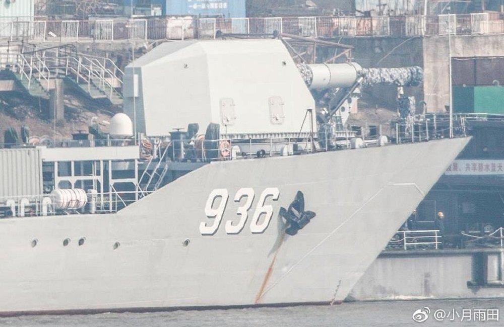 互联网上出现了安装在经过专门改型的登陆舰上的中国磁轨炮的原形照片