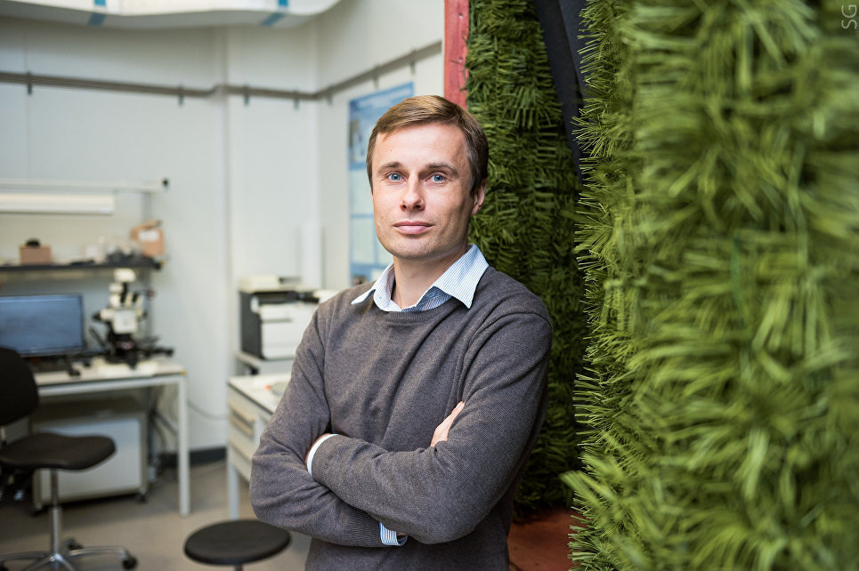 俄羅斯國NUST MISIS學院(原名莫斯科國立鋼鐵合金學院)超導超材料實驗室研究員、副教授、技術科學副博士阿列克謝·巴沙林是用於偽裝納米傳感器的新型超材料的研發人員之一