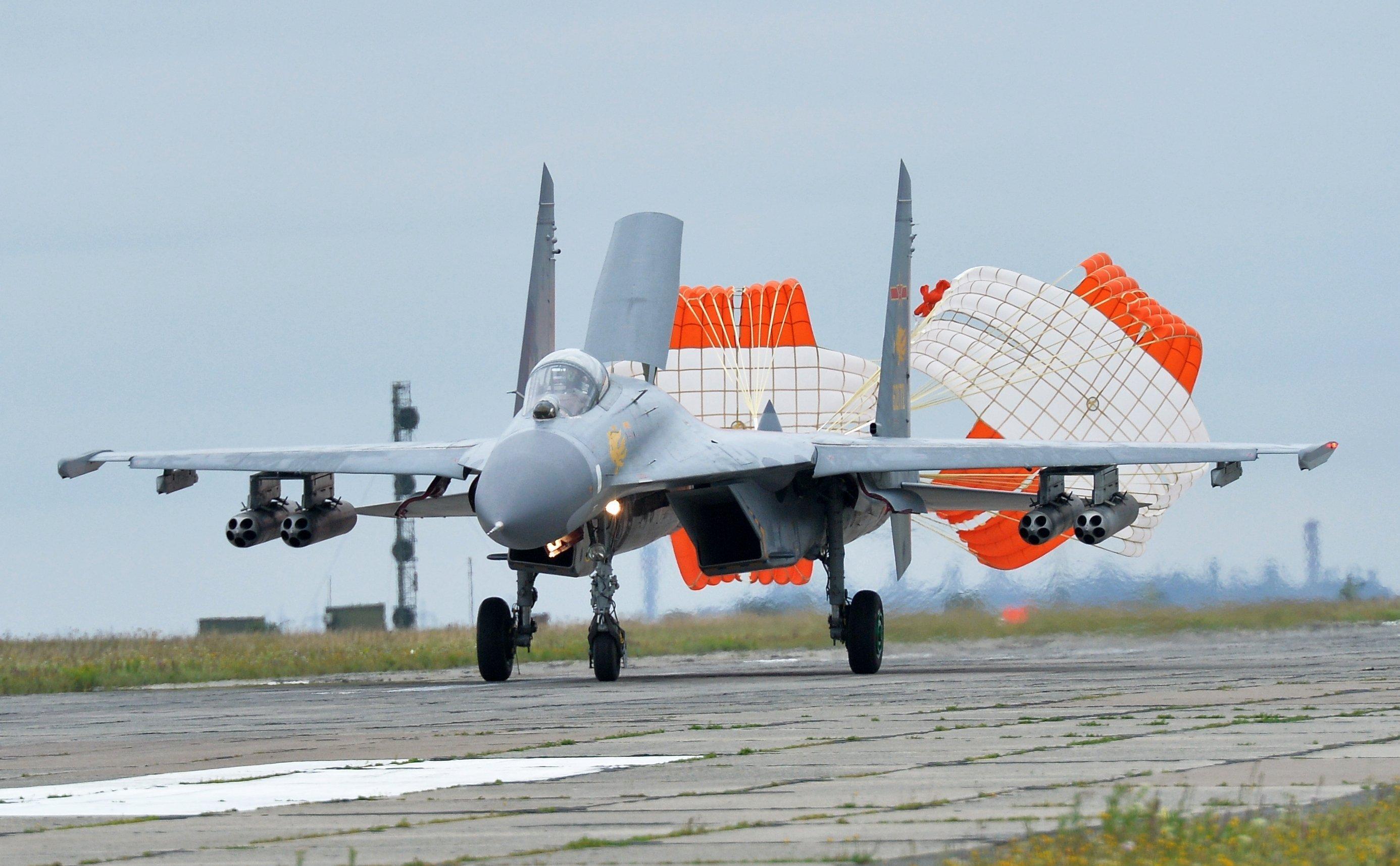 中国空军空警-200飞机正在降落