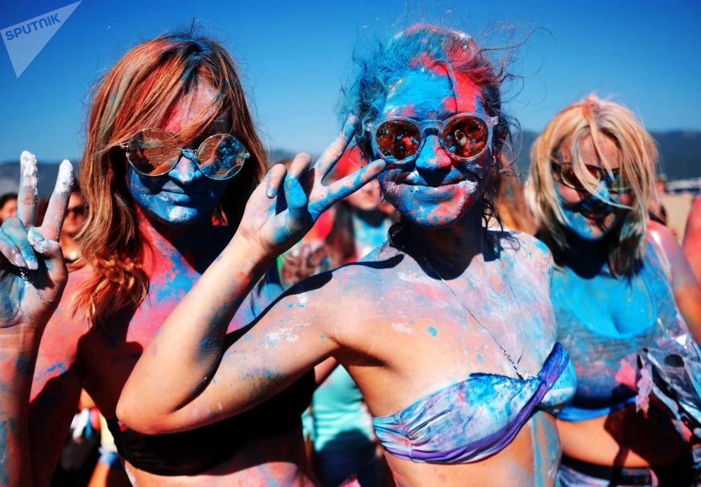俄羅斯國旗日的三色狂歡節。