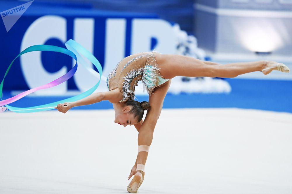 亞歷山德拉•索爾達托娃(俄羅斯)在2018喀山藝術體操爭奪個人全能比賽階段完成彩帶操。