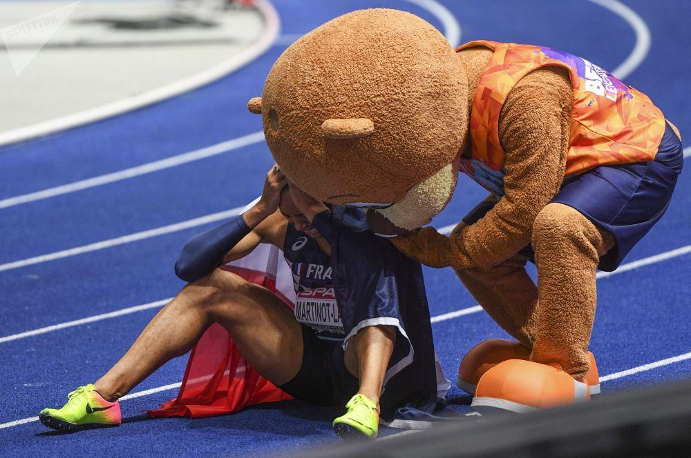 法國運動員帕斯卡爾•馬丁諾特-拉加德在柏林舉行的歐洲田徑錦標賽男子110米欄賽跑後。