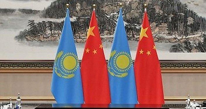 中国国旗和哈萨克斯坦国旗
