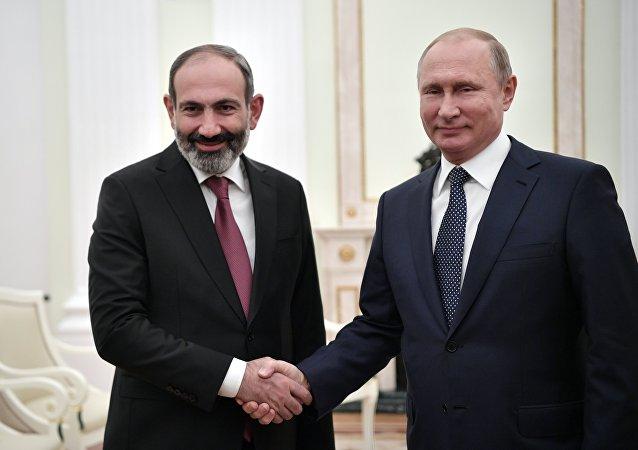 俄總統普京與亞美尼亞總理帕希尼揚
