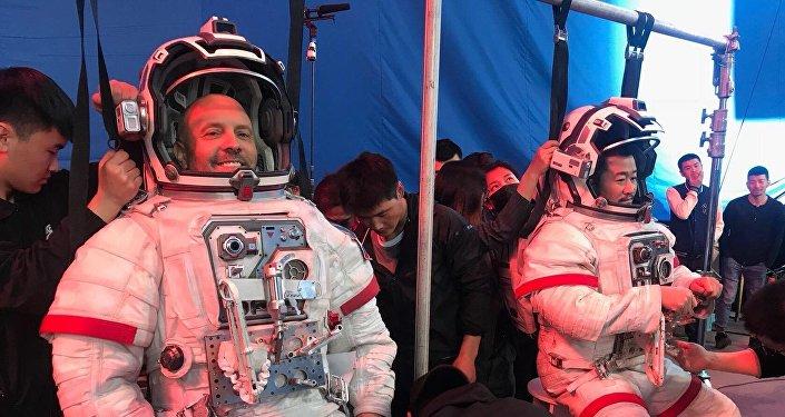 俄演员分享与吴京合作拍摄《流浪地球》感想