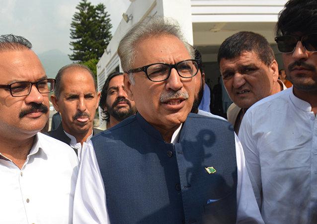 习近平致电祝贺阿里夫·阿尔维当选巴基斯坦总统