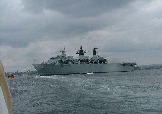 """英国""""海神之子""""(Albion)号登陆舰"""