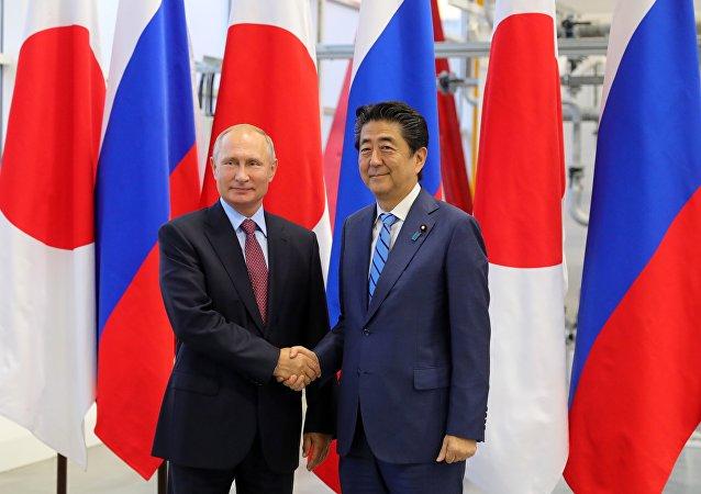 俄羅斯總統普京(左)和日本首相安倍晉三