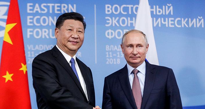 普京與習近平及俄中地區合作圓桌會議與會者會晤
