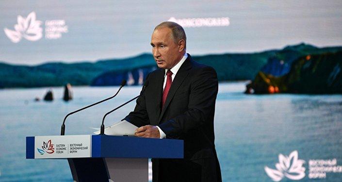 俄罗斯总统普京出席东方经济论坛全体会议