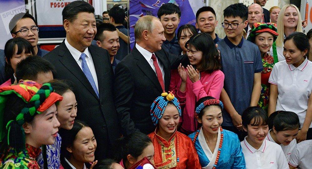 普京和習近平到訪「海洋」全俄兒童中心