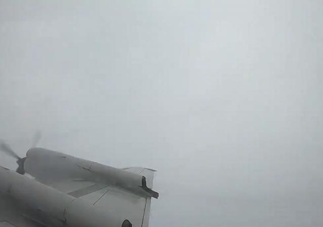 """实拍飞机穿越""""弗洛伦斯""""飓风风眼"""