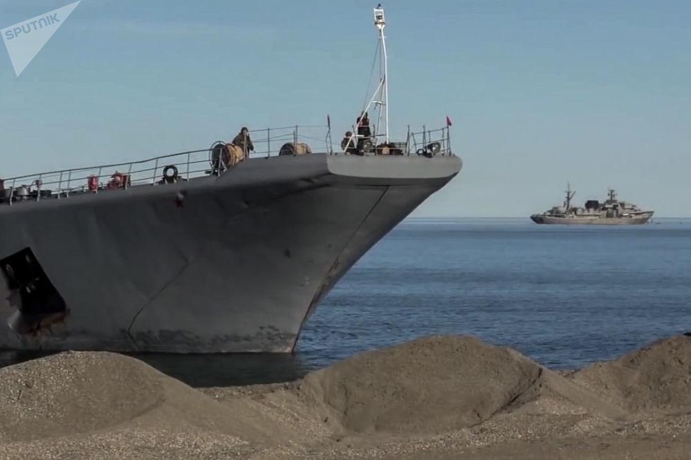 參加東方-2018演習的775型亞歷山大·奧特拉科夫斯基號水陸兩棲攻擊艦