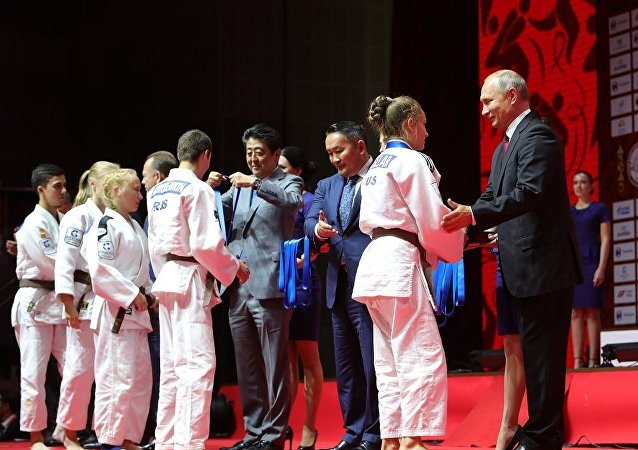 俄日蒙領導人觀看符拉迪沃斯托克國際柔道賽決賽