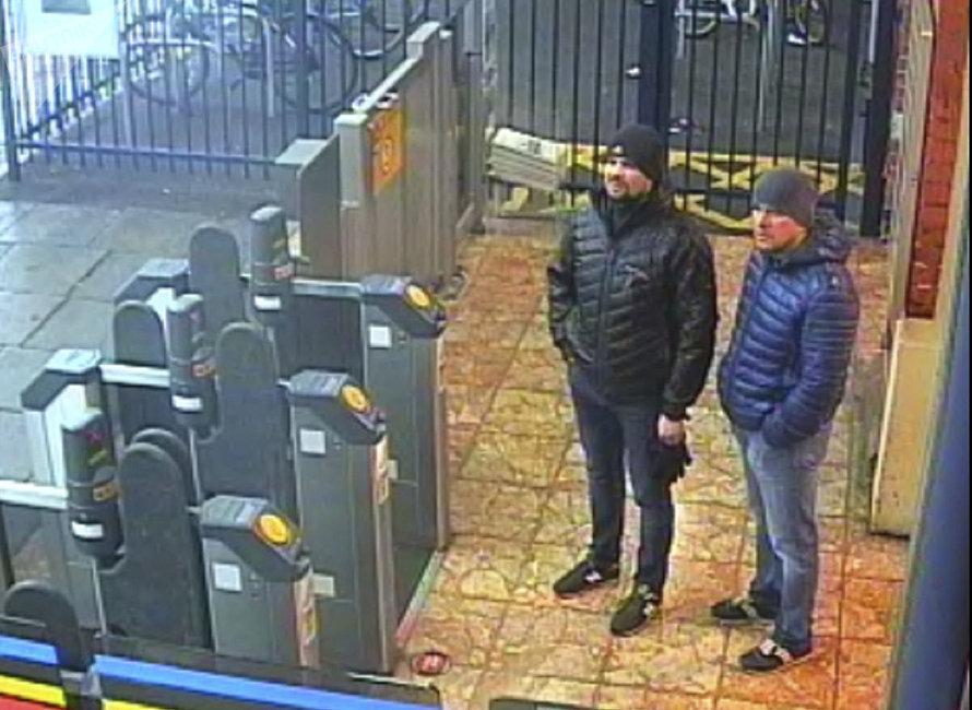 9月5日,英國皇家檢察署就謀殺斯克里帕利父女和英警察尼克·貝利未遂等四項罪名,對兩名俄羅斯公民亞歷山大·彼得羅夫和魯斯蘭·博希羅夫提起公訴。