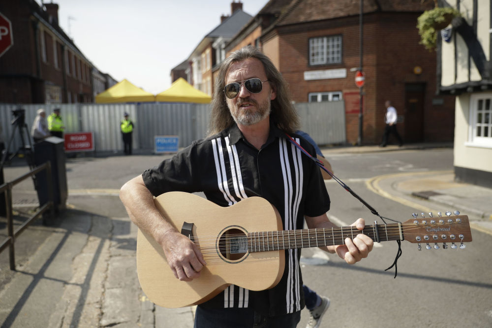 英国著名音乐家Pete Aves在索尔兹伯里