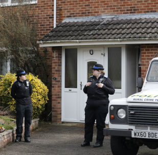 Полицейские у дома, где жил экс-сотрудник ГРУ Сергей Скрипаль в Солсбери, Великобритания