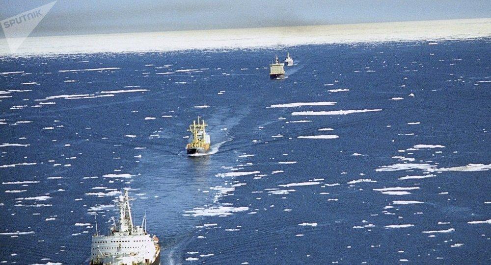 俄罗斯将允许外国船只首次通过北方海路