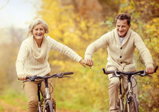科學家揭示老年女性每天要走多少步