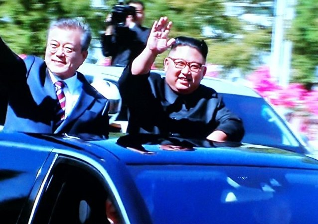 朝韩领导人同乘一辆车抵达百花园国宾馆