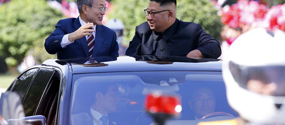 朝韩领导人乘坐敞篷车驶入平壤市内
