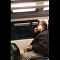 一段在電氣火車上刮鬍子男子的視頻打破社交網絡觀看紀錄