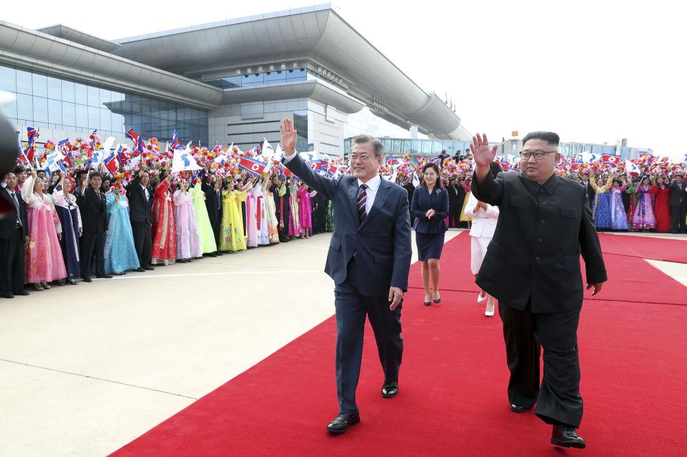 韩国总统文在寅抵达平壤