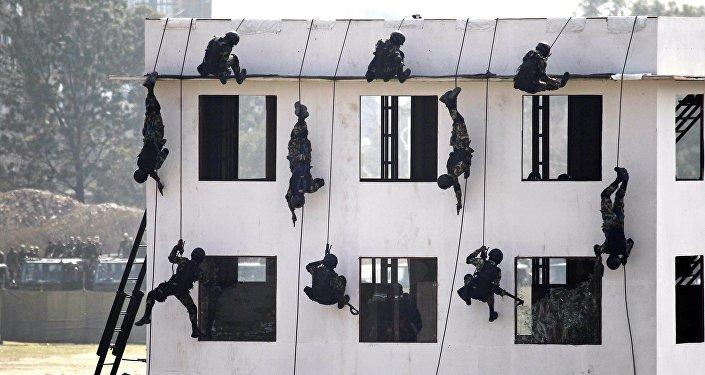 中國訓練尼泊爾軍人如何反恐與應對自然災害