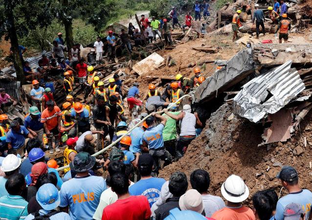 菲律宾山体滑坡致20多人被掩埋