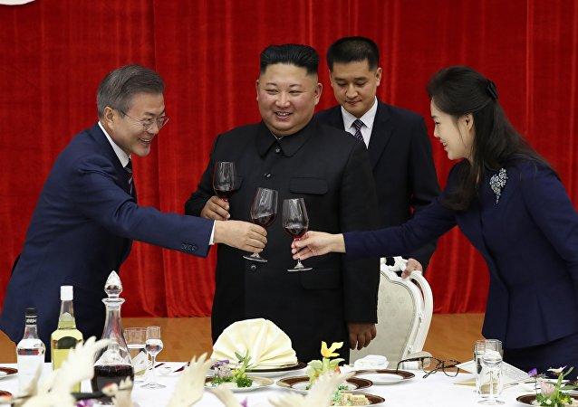 朝鲜领导人金正恩用鱼翅汤和桔梗招待韩国总统文在寅