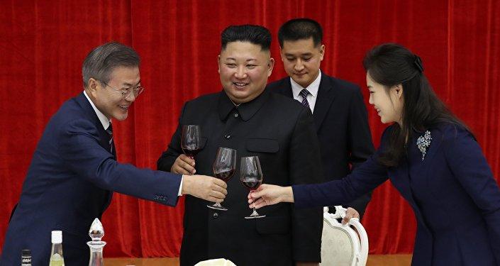 朝鮮領導人金正恩用魚翅湯和桔梗招待韓國總統文在寅