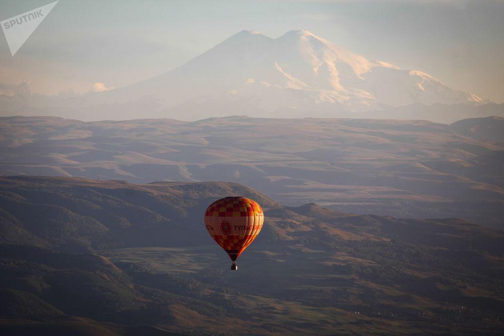 斯塔夫羅波爾高加索礦泉城-俄羅斯的明珠航空節的氣球