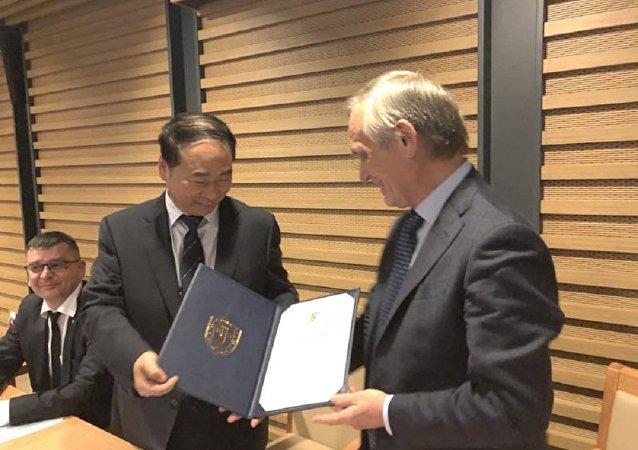 俄羅斯作家謝苗諾夫被北京外國語大學聘為該校名譽教授