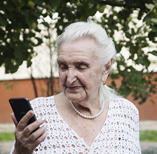嘉琳娜與親人經常保持聯繫