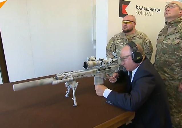 普京親測俄新式狙擊槍5槍3中